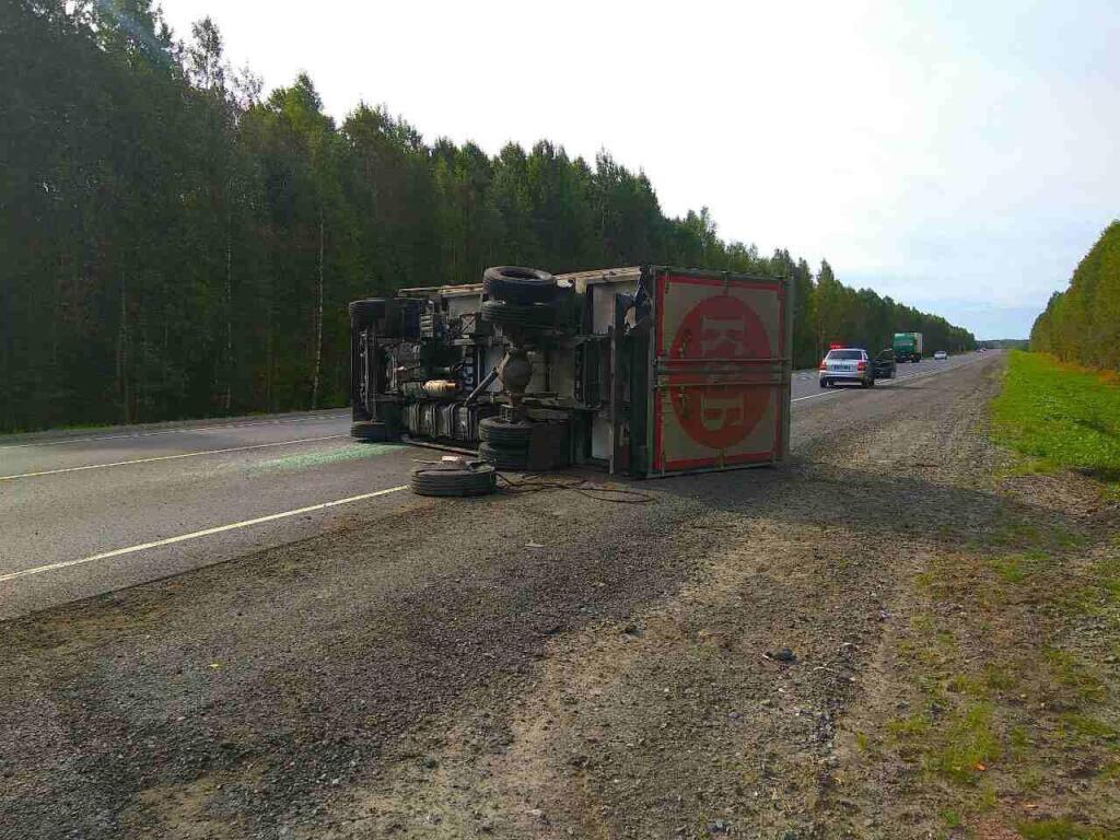 Натрассе Тюмень-Ханты-Мансийск шофёр заснул зарулем испровоцировал ДТП