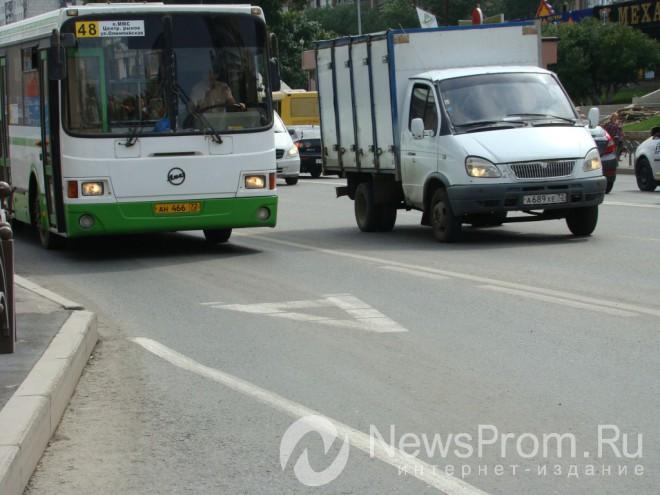 Водитель, подрезавший автобус вцентре Тюмени, пойдет под суд