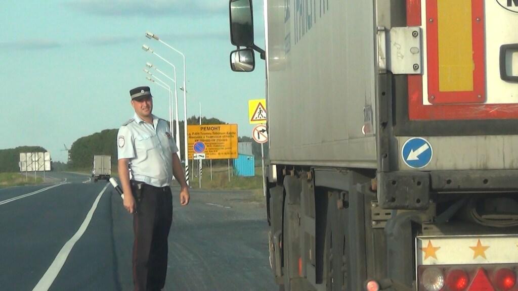 Нафедеральной трассе Тюмень-Ханты-Мансийск неизвестный автомобиль насмерть сбил женщину
