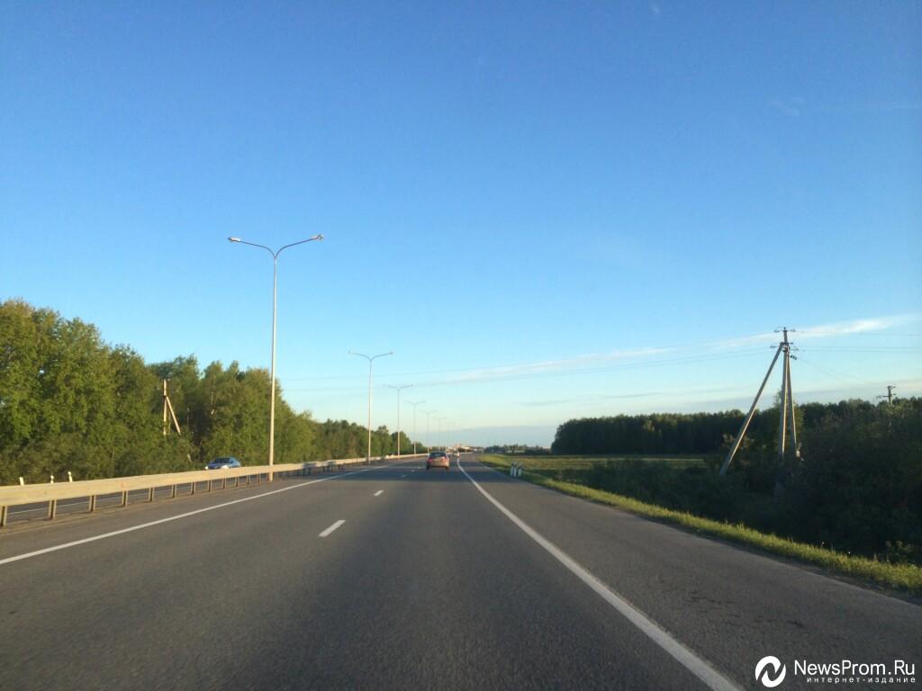 Натрассе Тюмень— Омск иностранная машина влетела под фуру, погибли два человека