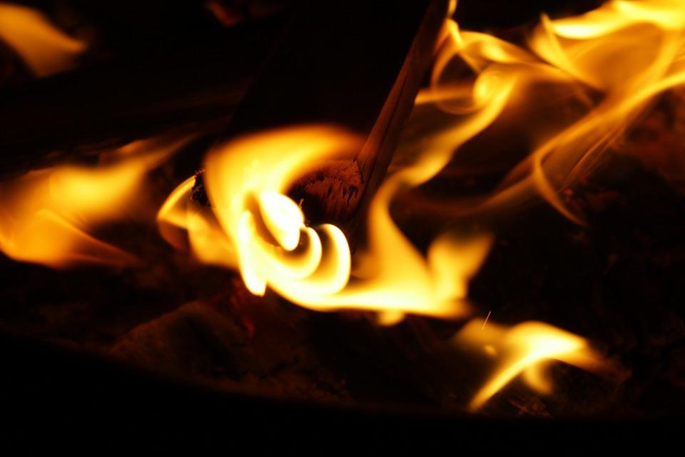 Два человека погибли напожаре вХМАО