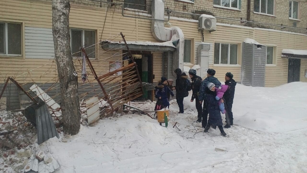 Тюменскую пятиэтажку эвакуировали после обрушения балконов вовремя ремонта