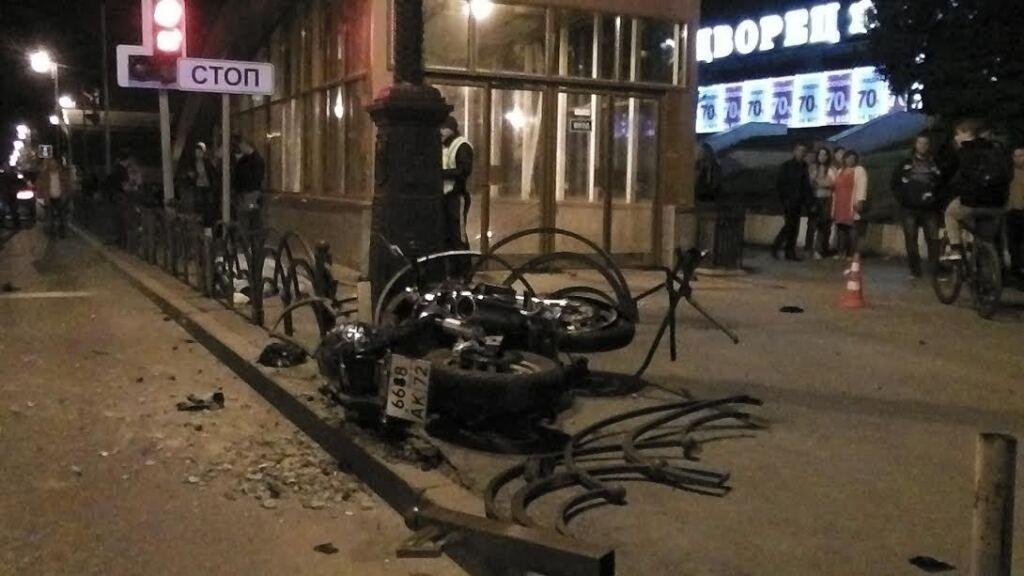 Печальное ДТП вцентре Тюмени: умер байкер