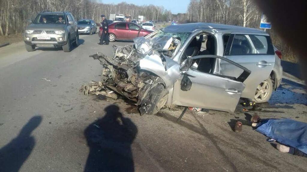Натюменской трассе столкнулись три автомобиля, есть погибший