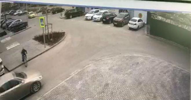 Гражданин Тюмени на Лексус сбил ребёнка ипотребовал оплатить ему ремонт машины