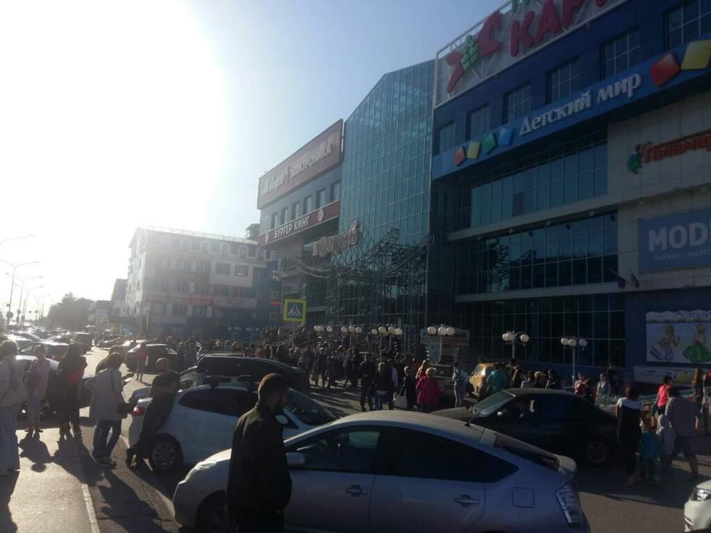 Минная лихорадка: в Тюмени эвакуировали несколько торговых центров