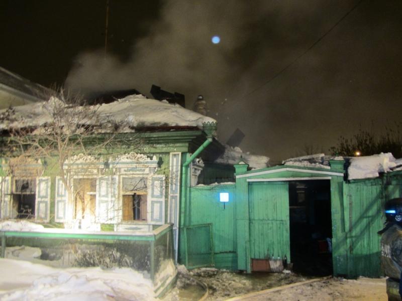 Пожарные эвакуировали изогня две семьи