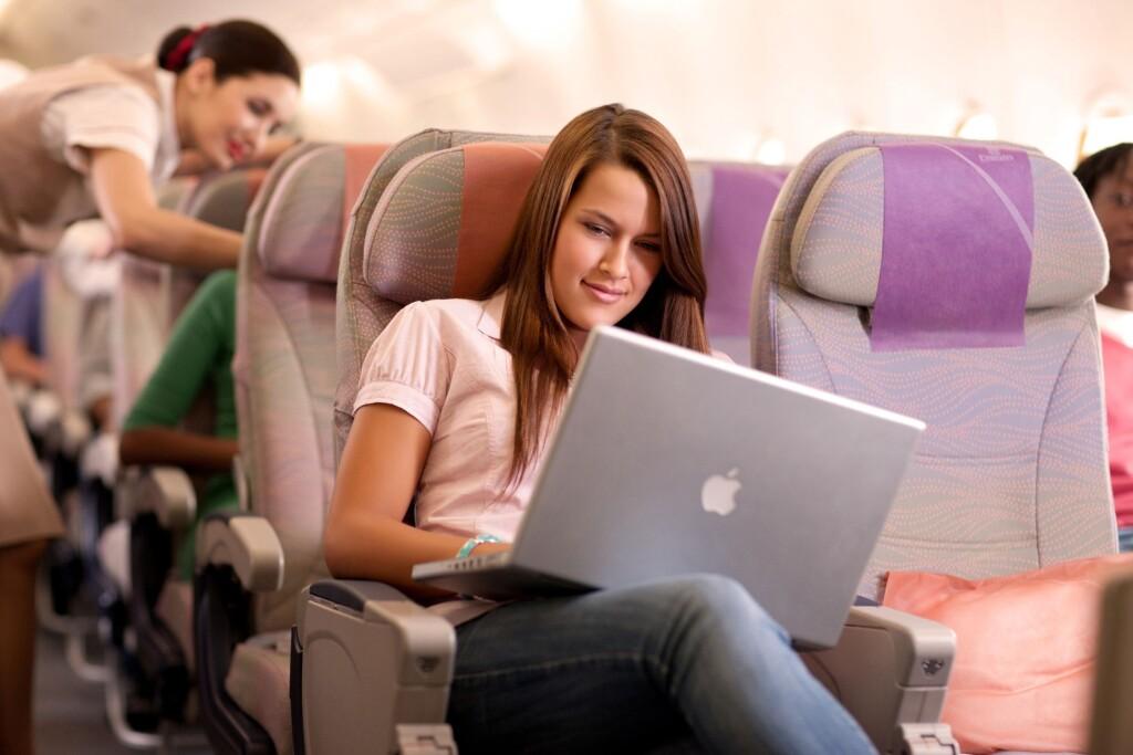 Благодаря российским спутникам, в самолетах начнёт «ловить» интернет