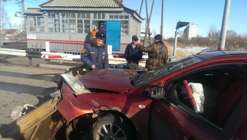 Cотрудники экстренных служб Тюменской области предотвратили трагедию нажелезнодорожном переезде