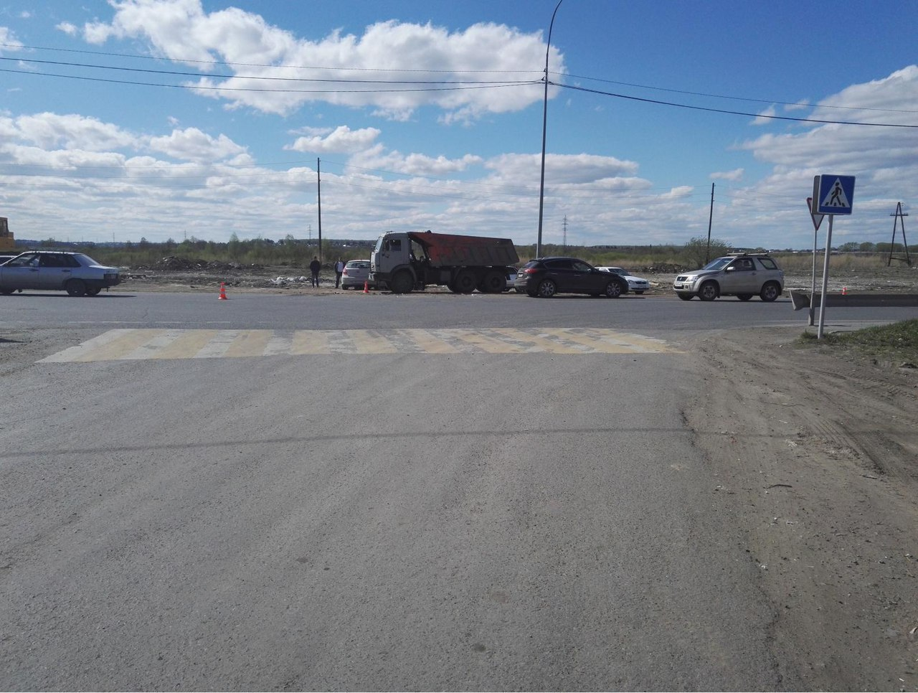 ВТюмени молодой шофёр «Инфинити» устроил ДТП с«Хендэ» и«КамАЗом»
