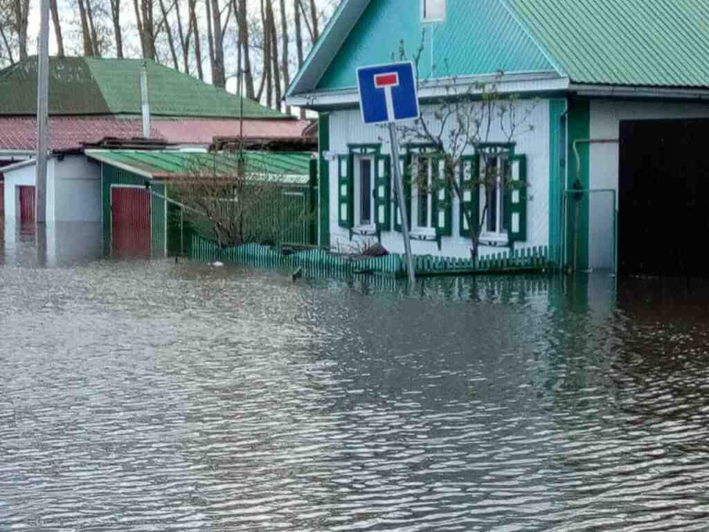 Вюжной ивосточной частях Ишима из-за паводка введён режимЧС