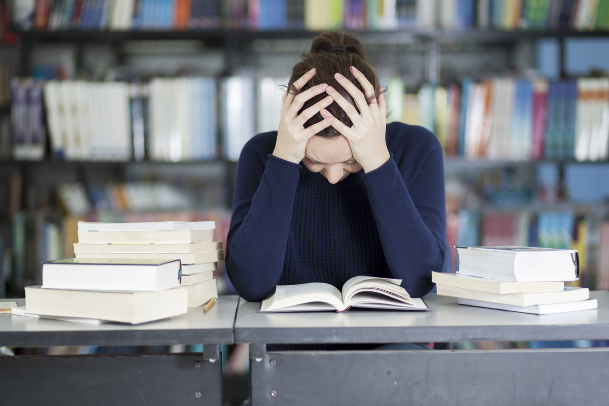problems encountered by student Academic problems and skills adjusting to college life can be difficult in addition to new social challenges, college studies often require a different skill set for those transitioning from high school.