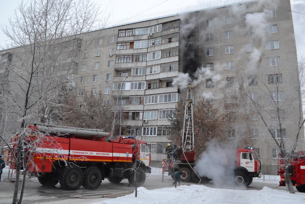 Пожарные спасли четверых тюменцев напожаре наулице Немцова