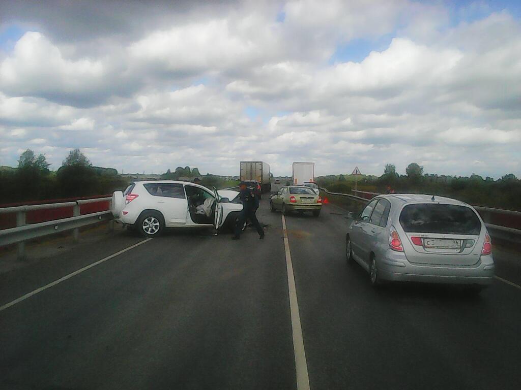 Пьяная компания разбилась вДТП под Тюменью, шофёр умер