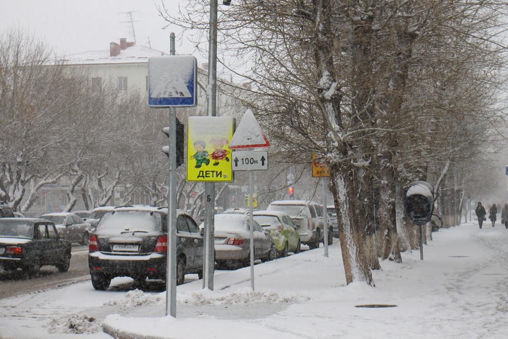 Автомобилистов просят соблюдать осторожность впроцессе снегопада