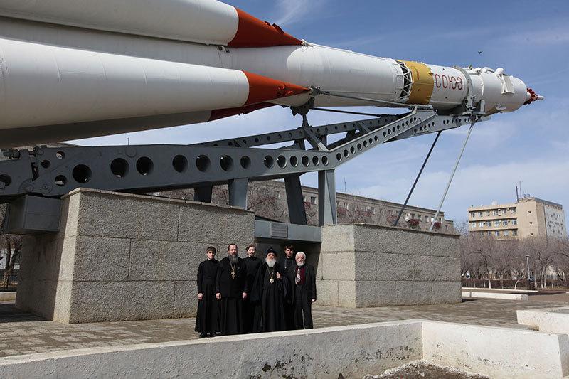 Тюменский митрополит благословил космонавтов наполет кМКС