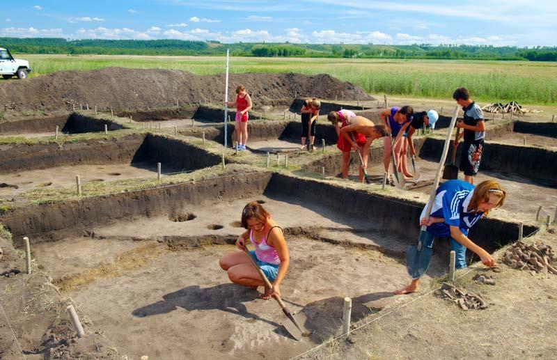 Тюменские археологи изучают могильник вИнгальской долине