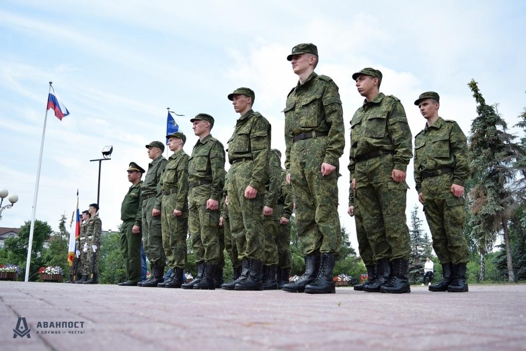 15 новобранцев из Тюменской области пополнят президентский полк