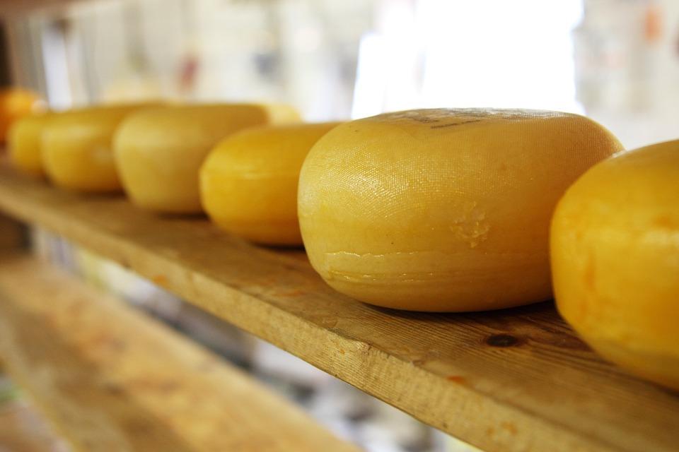 ВТюмени будут судить пару, похитившую изгипермаркета 300 головок сыра
