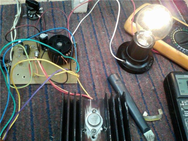В схеме заменил транзисторы на кт315, кт825, и витков на трансформаторе.