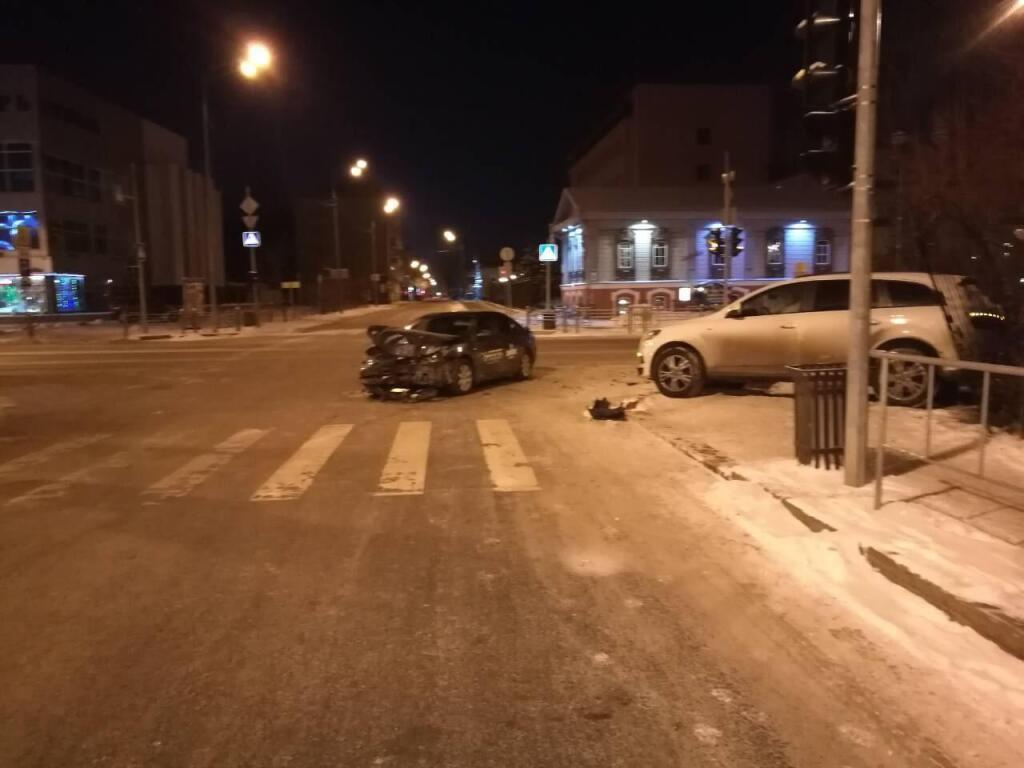 Тюменские водители спровоцировали несколько аварий нанерегулируемых перекрестках— Нарушил последовательность