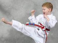 На занятиях дети укрепляют здоровья и улучшают физическое развитие...